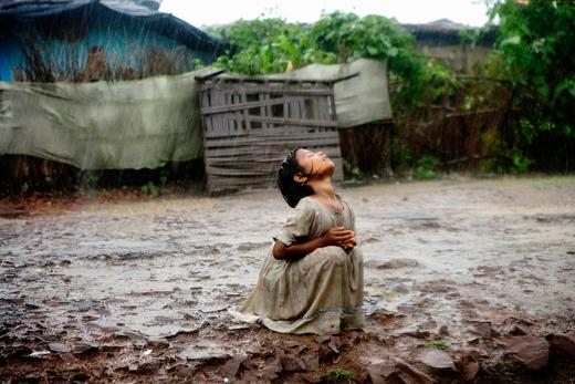 Child-in-rain_AM